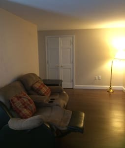 Comfy apartment 1/2 mile to Gillette - Foxborough