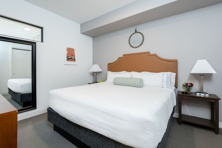 Quaint One Bed at Market City Center