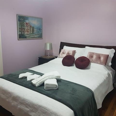 Dela Costa House Purple Rm $140/night min 2 nights