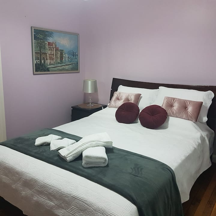 Dela Costa House - Purple Room $120