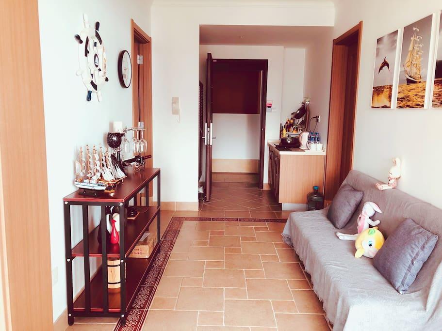 房东亲自布置的进门小过厅精致漂亮