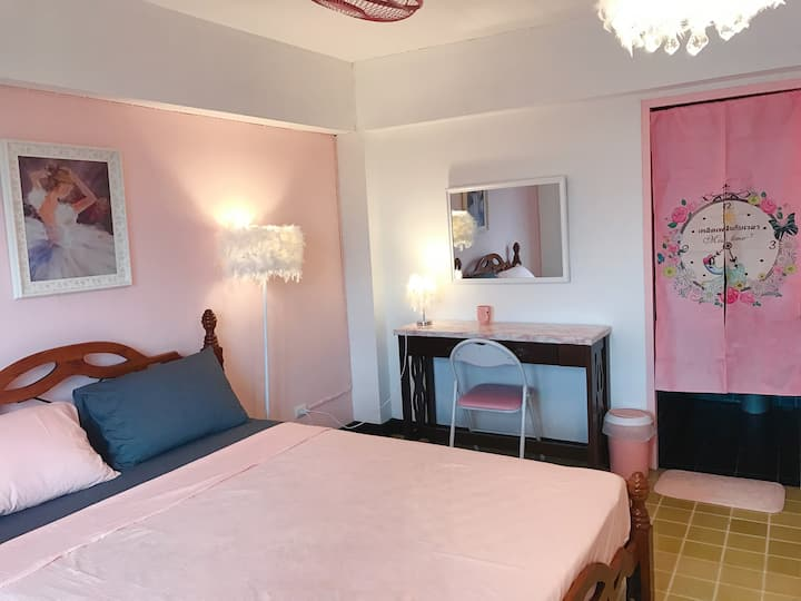 cozy and bright apartment +free breakfast+ pick up