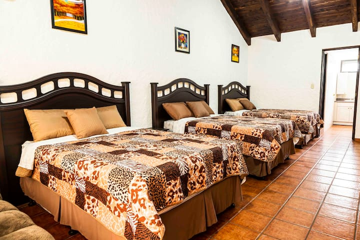 Private room with 5 beds in front of Paseo Cayalá