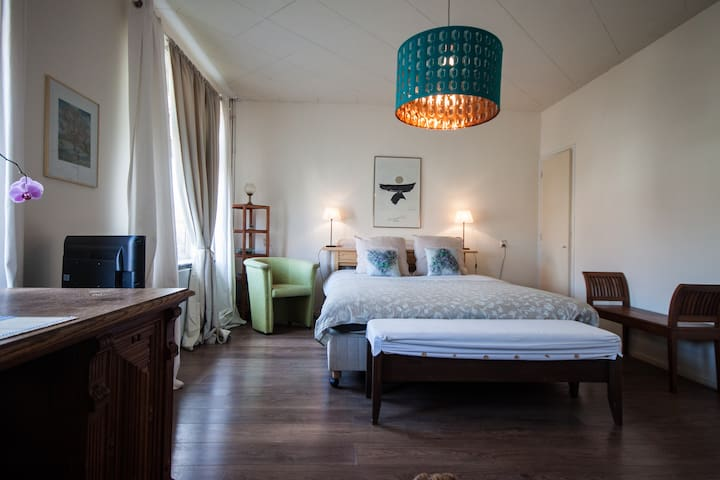 B&B Oranje Nassau | Lovely Room  Bikes - Oegstgeest