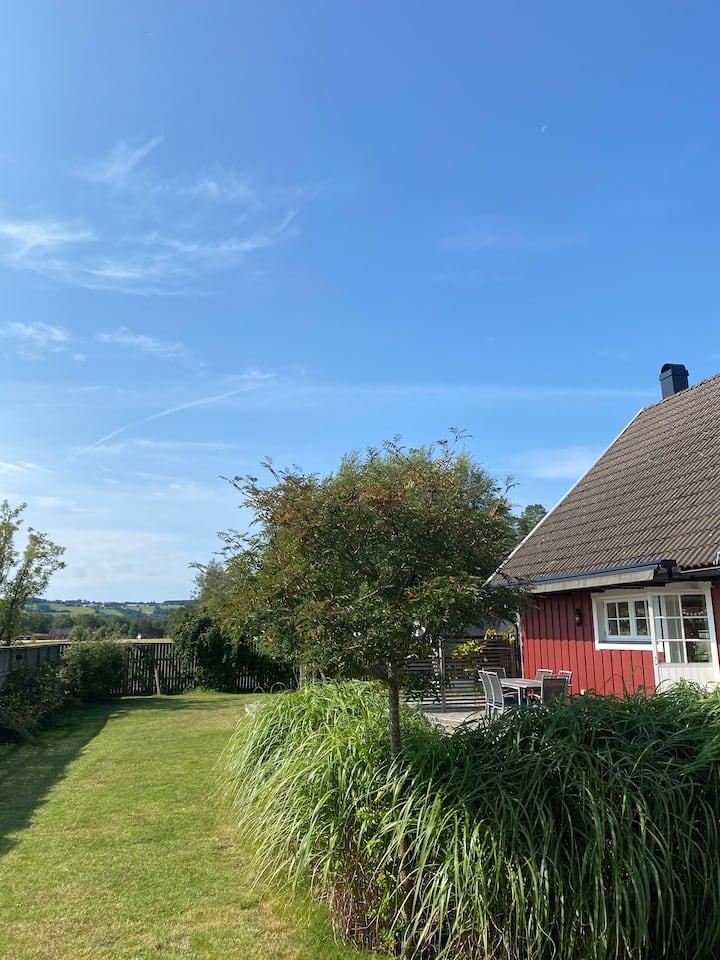 Rymlig villa/fullt utrustad/150 m2/Hemmeslövstrand