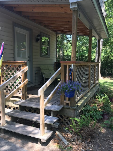 Private Studio - minutes to Folly Beach & Downtown