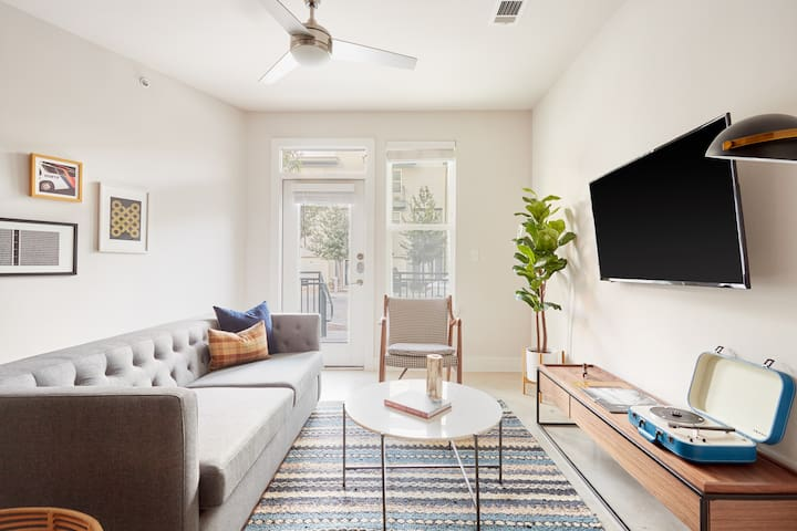 Sonder | Blue Star | Bright 1BR + Gym