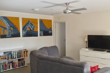 Vibrant apartment comfortable stay in Newstead - ニューステッド