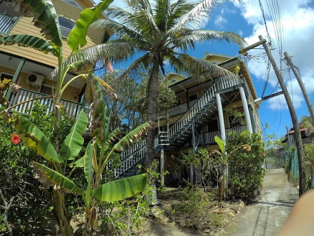 Carribean Apartments in Utila