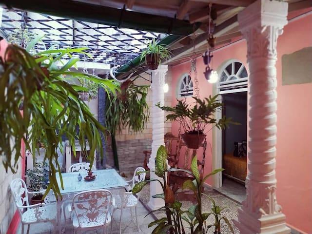 Hostal Jover 104 (Casa Independiente)