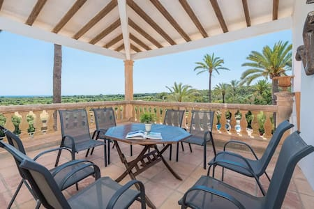 Rural Apartment-Sea views & communal pool