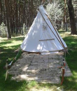 Tipi Apache Monte Royal - Aguilar de Campoo - กระโจมอินเดียนแดง