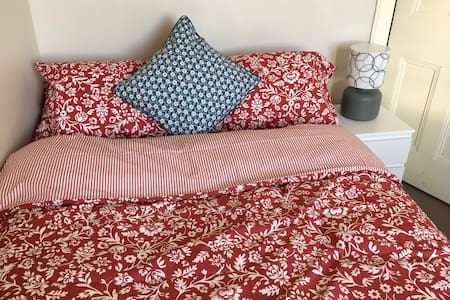 Double Room in Glasgow's West End - グラスゴー