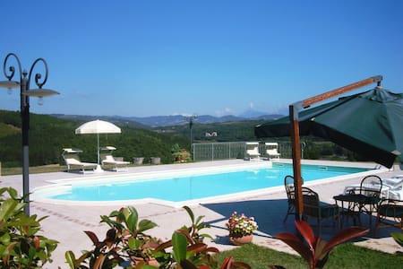 Splendido appartamento tra Assisi e Gubbio-Azzurra - Casacastalda