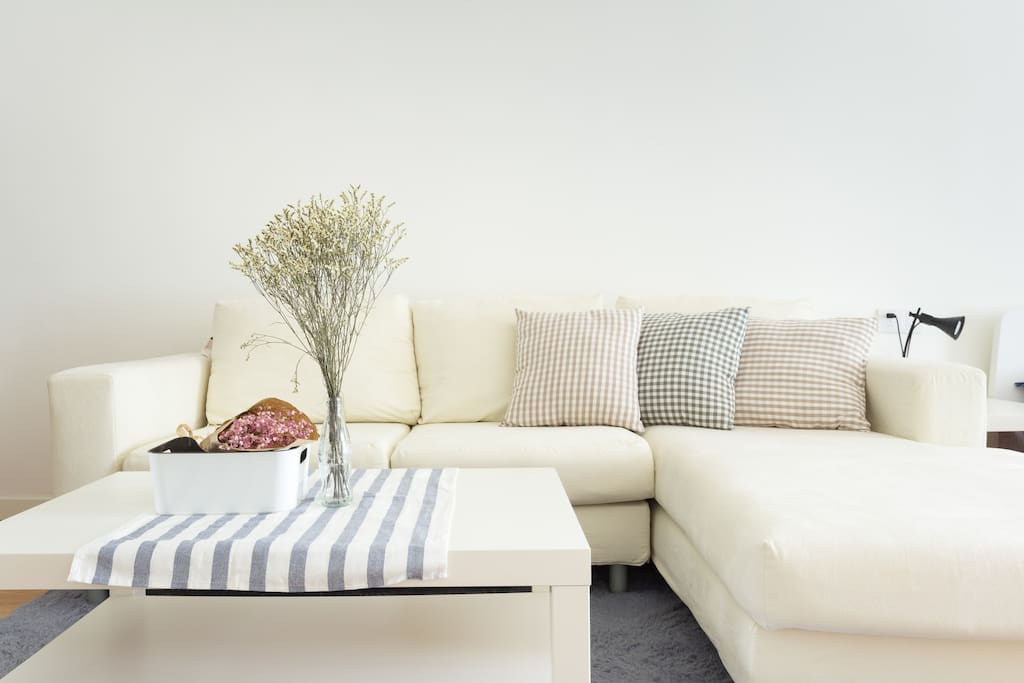 舒适的沙发,懒洋洋的躺在贵妃椅上看书看电视,会舒服得睡着呢