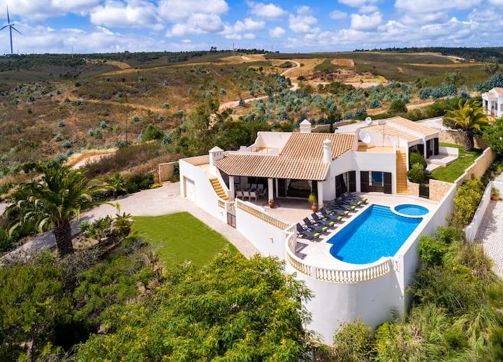 Nº58 Golfe Santo Antonio - Traditional 4 bedroom villa with pool