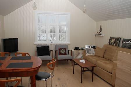 Hjalli Vik village, charming 2 Bdr house, sleeps 6