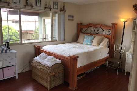 Bright Private Queen Bdrm_2 Blocks 2 Beach & Vball - Redondo Beach - Bed & Breakfast
