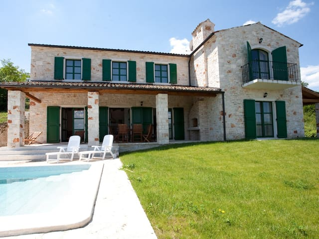 Villa Histriae, 4 bedrooms,sleeps 9 - Motovun - Villa