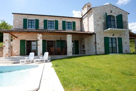 Villa Histriae, 4 bedrooms,sleeps 9 - Motovun - วิลล่า