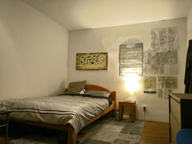 Nice, big room between Heidelberg and Mannheim. - Mannheim - Casa