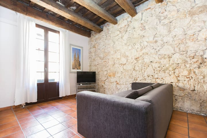 Apartment for 6 Ramblas with Wi-Fi, parking nearby