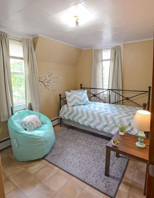 Bedroom w/ Twin & Trundle