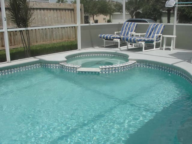 Hampton Lakes 7/5 Pool Home property, fully furnished, with full kitchen, and all linens and towels - DAVENPORT
