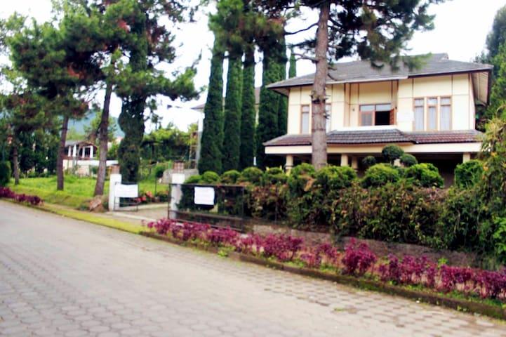 Green Villa Lembang 1 3BR/7-14people/Calm - Lembang - Apartment