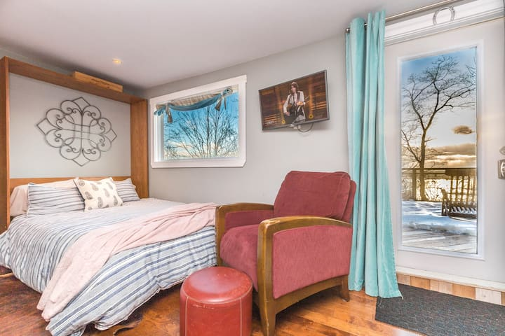 Romantic Halifax Harbour View Suite + Hot tub
