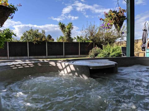 Beach accommodation with hot tub