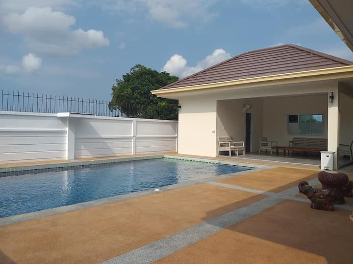 Bang Sarey Private Pool Villa - 3 bedroom