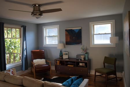 Comfortable 2 BR Home - Fayetteville