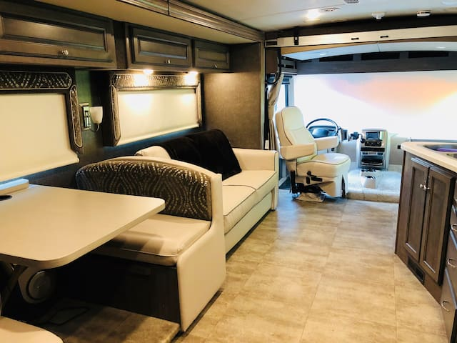 RV RENTAL- LUXURY