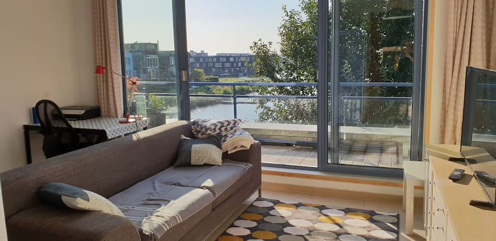Bright appartment on waterside 15 min from center