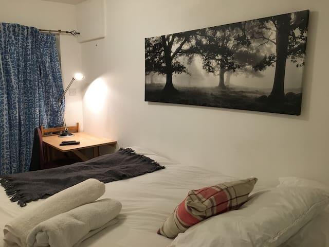 DOUBLE ROOM 1 IN KING'S CROSS  (Sub-basement)