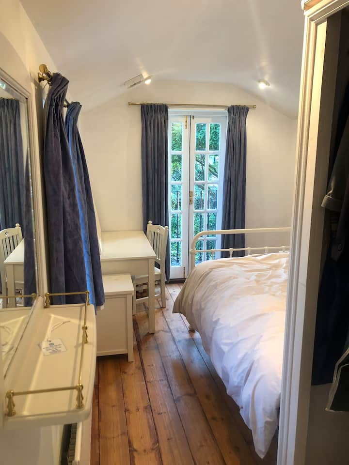 Private 2 Person En-Suite Room | Parking On Street