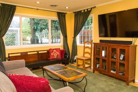 Quiet, comfortable room near lake - Lakeport - Casa
