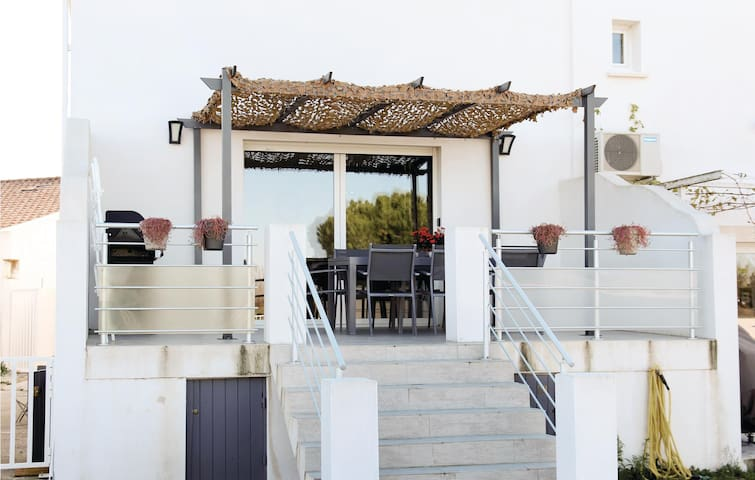 Terraced house with 4 bedrooms on 110m² in Albaron Arles