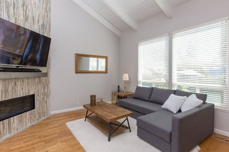 Cozy 3 Bedroom Townhouse Near Downtown Campbell - 坎貝爾(Campbell)