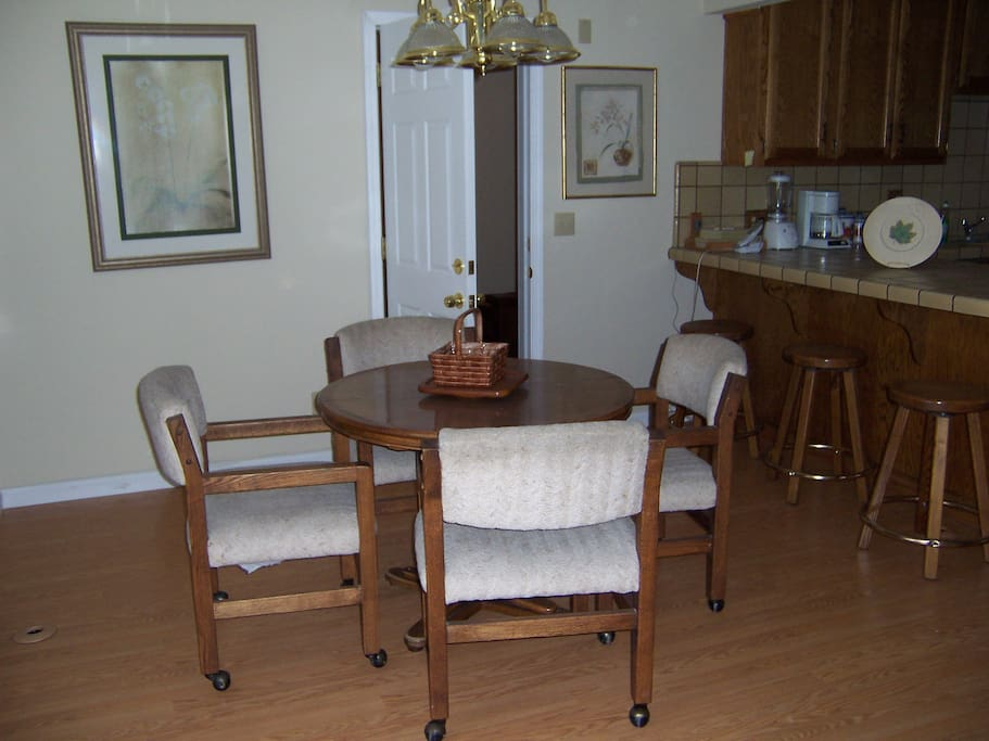 551 Dolliver-Dining Area