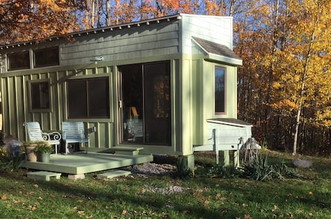 Leelanau Little House: A Suttons Bay Hideaway