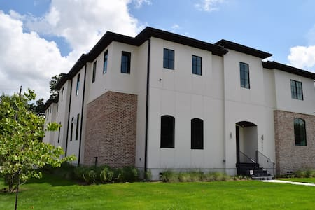 Brand NEW modern home for the Superbowl - Bellaire - Haus