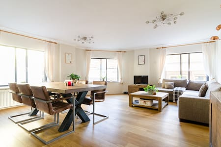 HEART OF THE CITY! Classic&Cosy Apt
