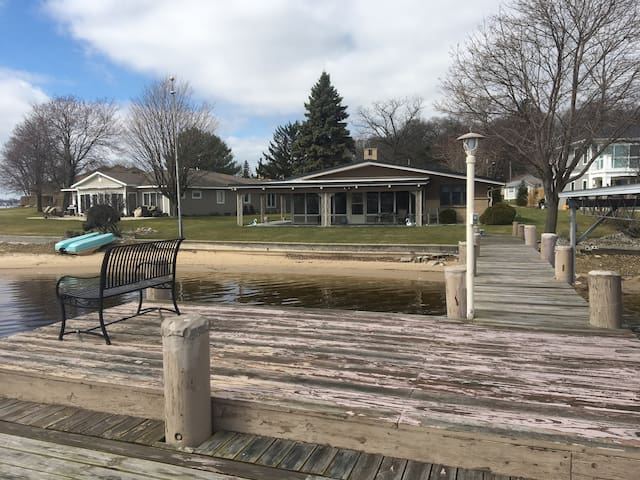 Grand Haven Waterfront Cottage. - Spring Lake  - Talo