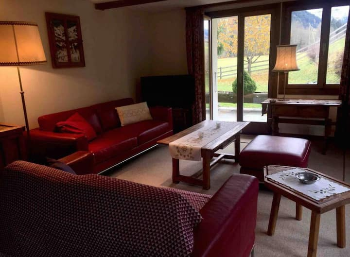 Gstaad Spacious 4 BR ski in apt with Glacier views