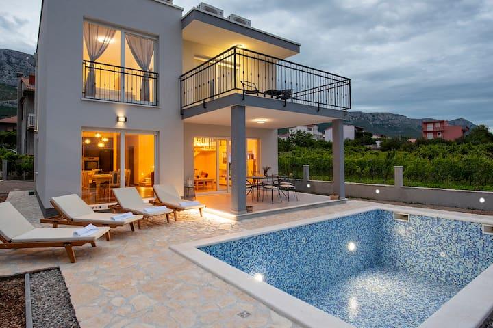 Villa Fidelissima with pool near Marina Kaštela