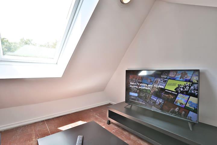Loft with Sofa Bed + 4K Smart TV