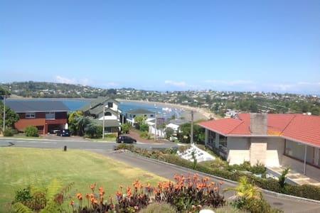 Manly Beach, self contained entire house - Whangaparaoa