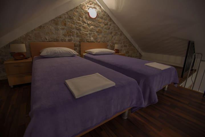 Bedroom 3 (gallery)